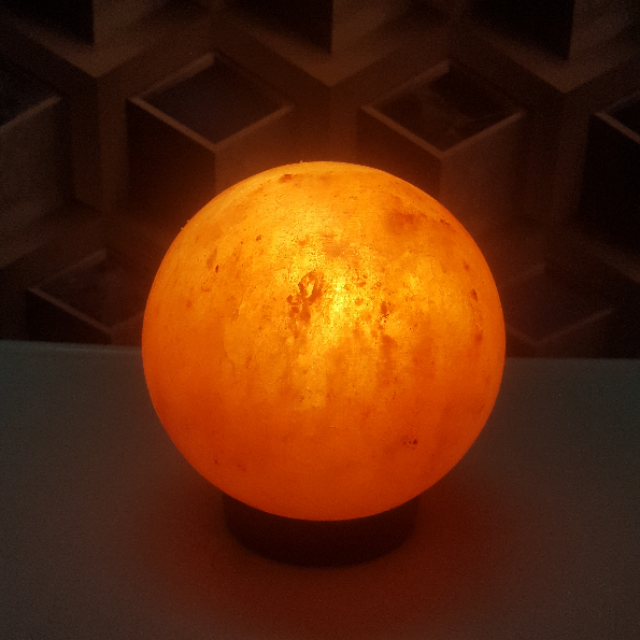 himalayan ball lamp with light