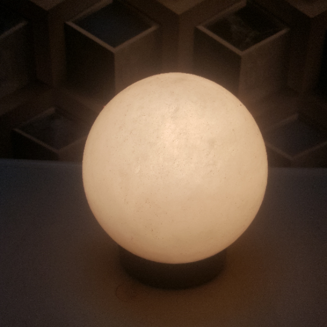himalayan ball lamp (white) with light