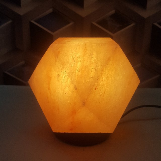 himalayan diamond shape lamp with light