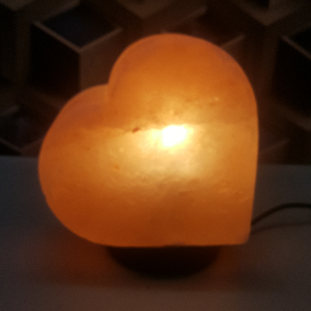 himalayan heart lamp with light