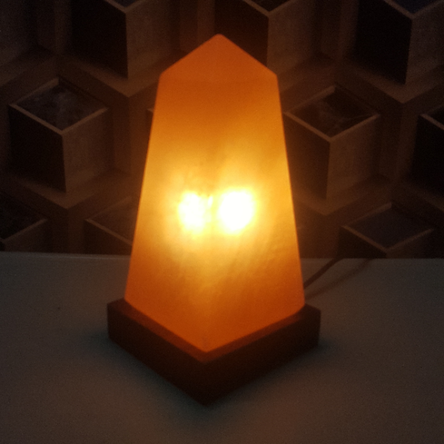 himalayan obelisk lamp with light