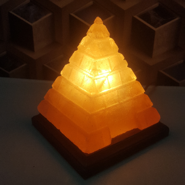 himalayan pyramid lamp (large cut & door) with light