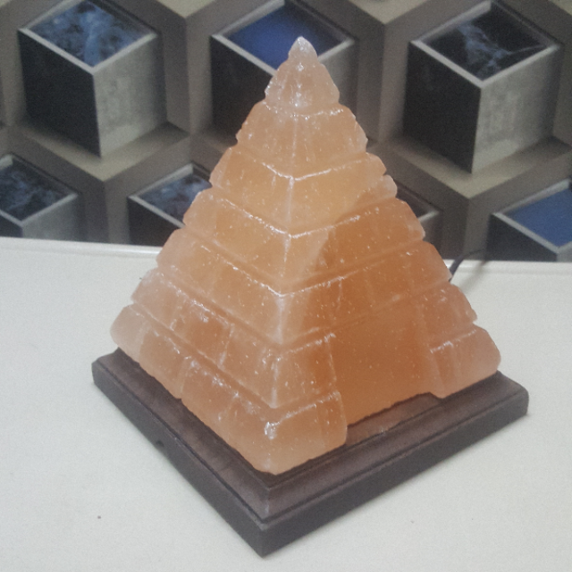 himalayan pyramid lamp (large cut & door)