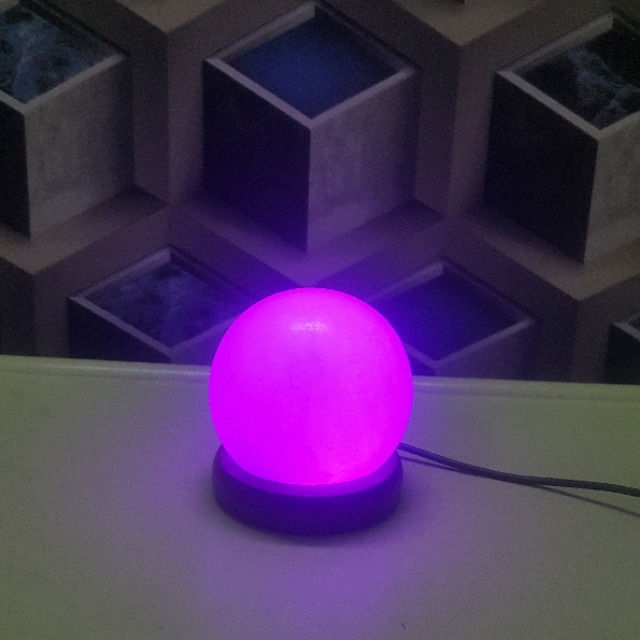 himalayan usb sphere lamp (white) with light