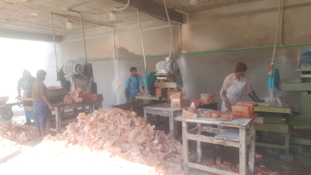himalayan natural salt tiles cutting process